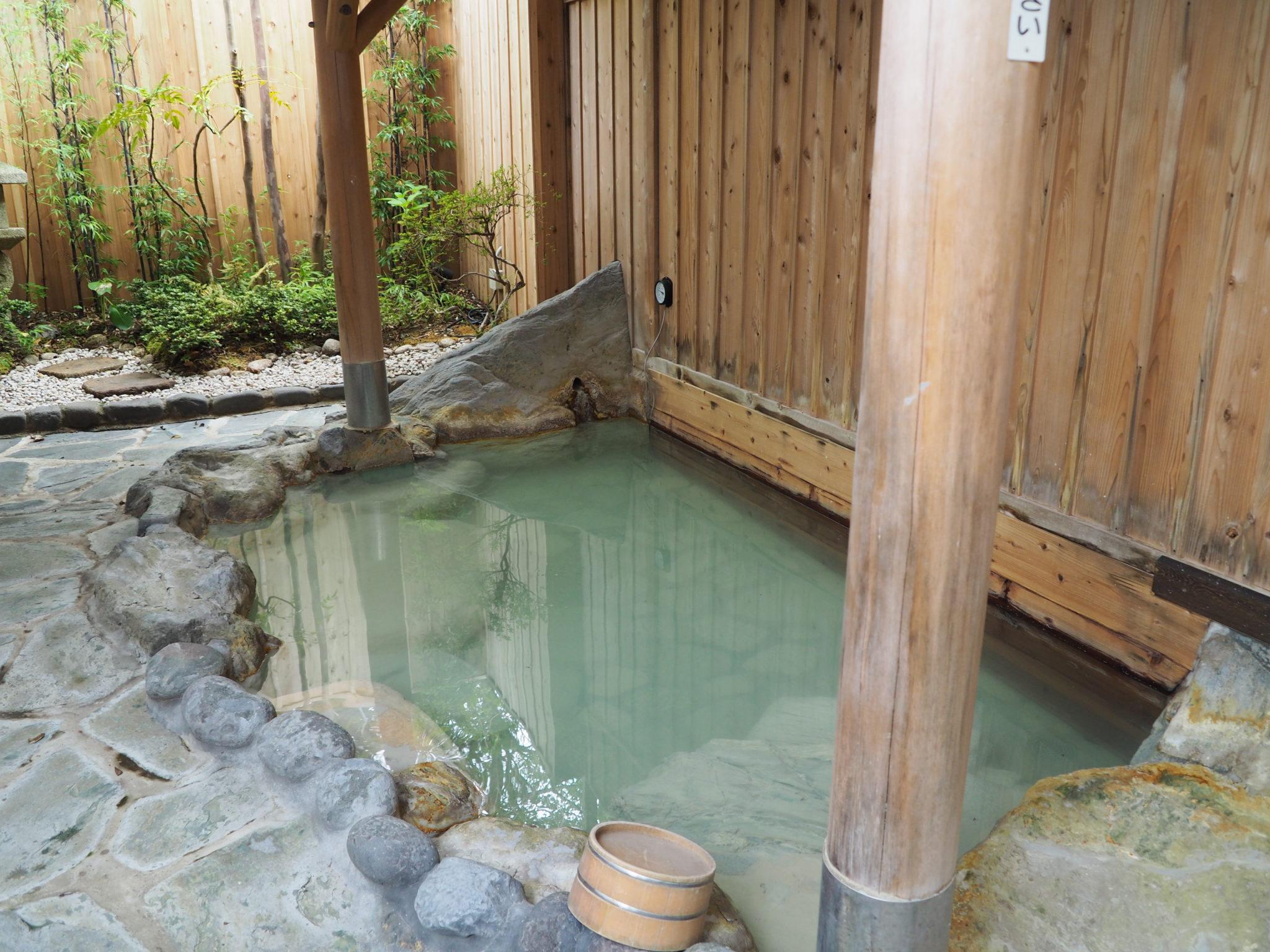 泉質は、石膏硫酸塩・塩化物泉 傷の湯とも言われる